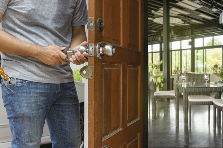 Eight Tips to Choose a Good Locksmith Professional