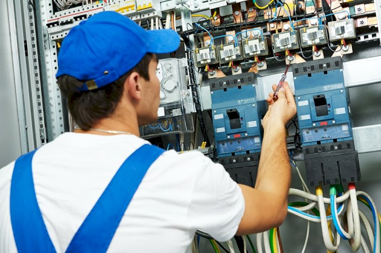 Facing Frequent Electrical Faults? Top Four Benefits Of Hiring A Professional Commercial Electrician