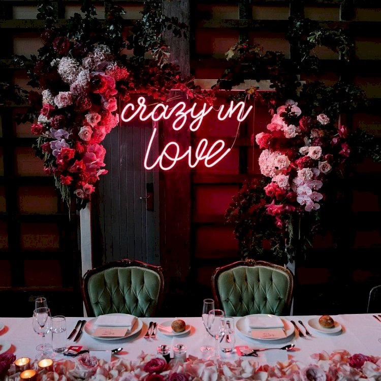 Neon Wedding Signs - Make your Wedding Standout